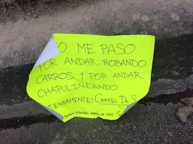 """Esto me paso por andar robando carros y por andar """"Chapulineando"""" Atentamente Cártel de Sinaloa"""