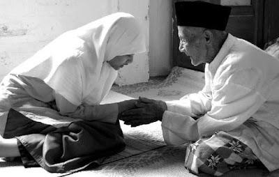 4 Tips Menghormati Orang Tua