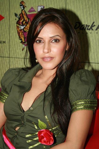 Hot Neha Dhupia Looking Gorgeous - Sabwoodcom-9415