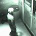 Cámara Registra Fantasma Cruzando La Puerta De Un Supermercado