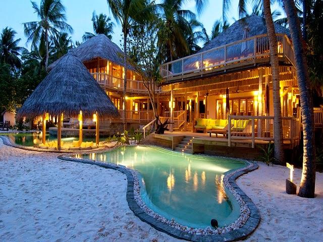 Hotels : Republic of Maldives : Kunfunadhoo Island : Baa Atoll : Soneva Fushi Resort & Residences