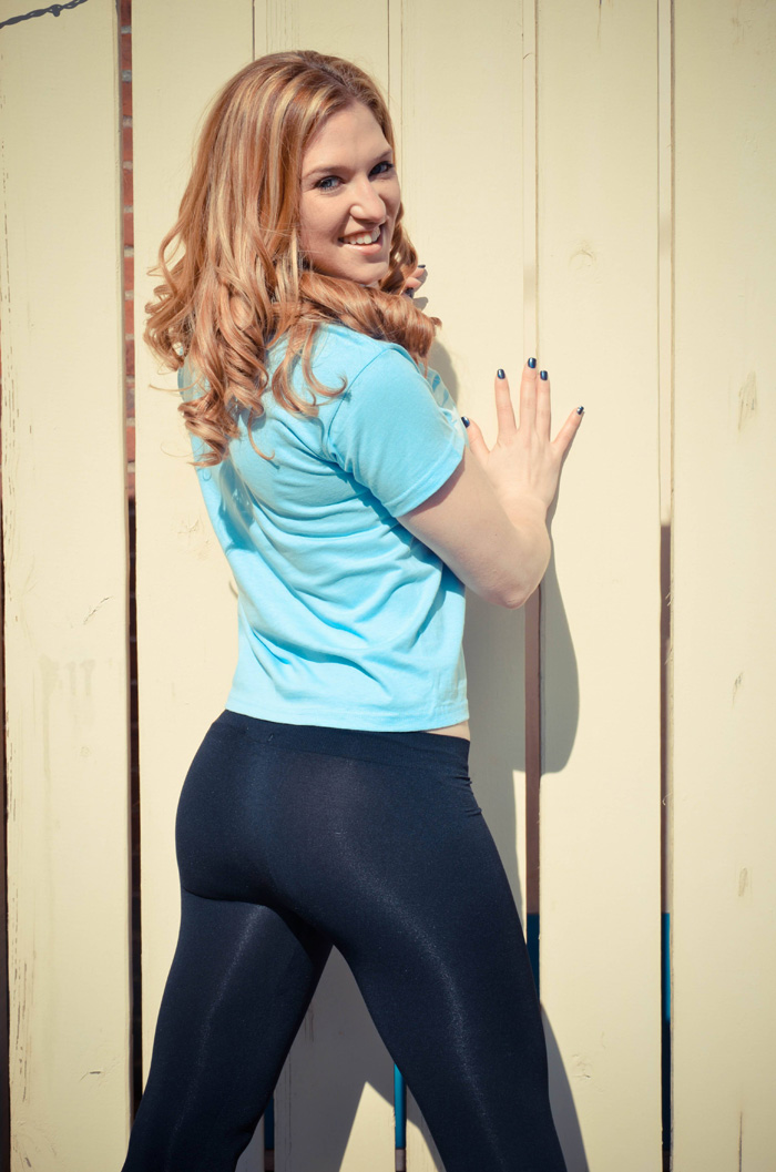 pirate1 hot girls in yoga pants