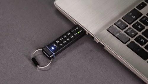 Защита файлов на флешке обеспечивает ввод секретного PIN-кода перед её использованием…