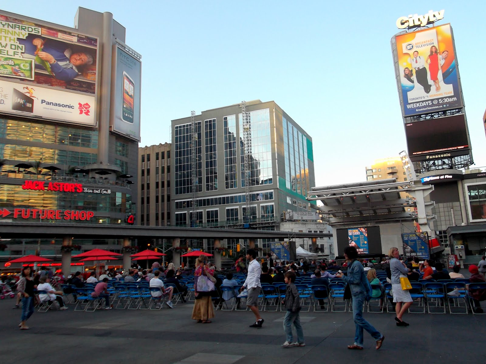 jouljet: Yonge and Dundas Square