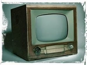 picture of a old fashioned TV set
