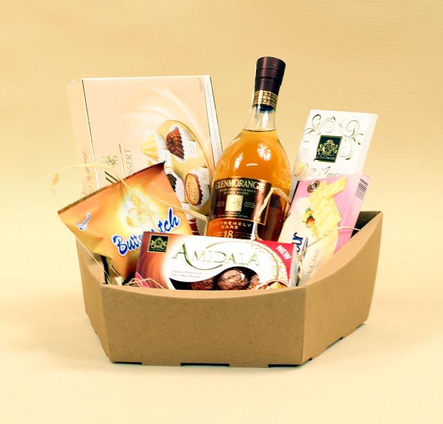 Kosz prezentowy z winem