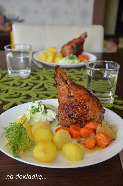 danie na świąteczny stół, przepis na obiad, golonka z indyka z warzywami