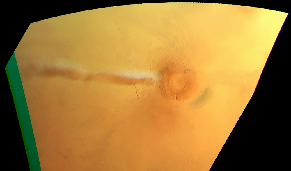 Elongated cloud on Mars at Arsia Mons