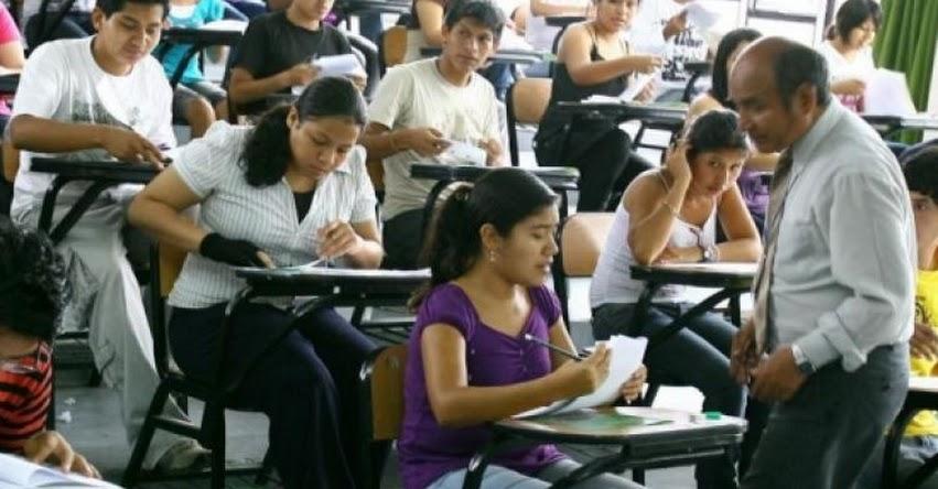 Aprueban ley que permiten a docentes seguir enseñando hasta los 75 años en universidades