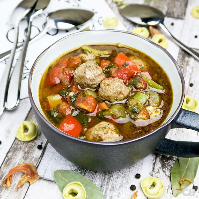 Recept Italiaanse tomaten-groentesoep met balletjes