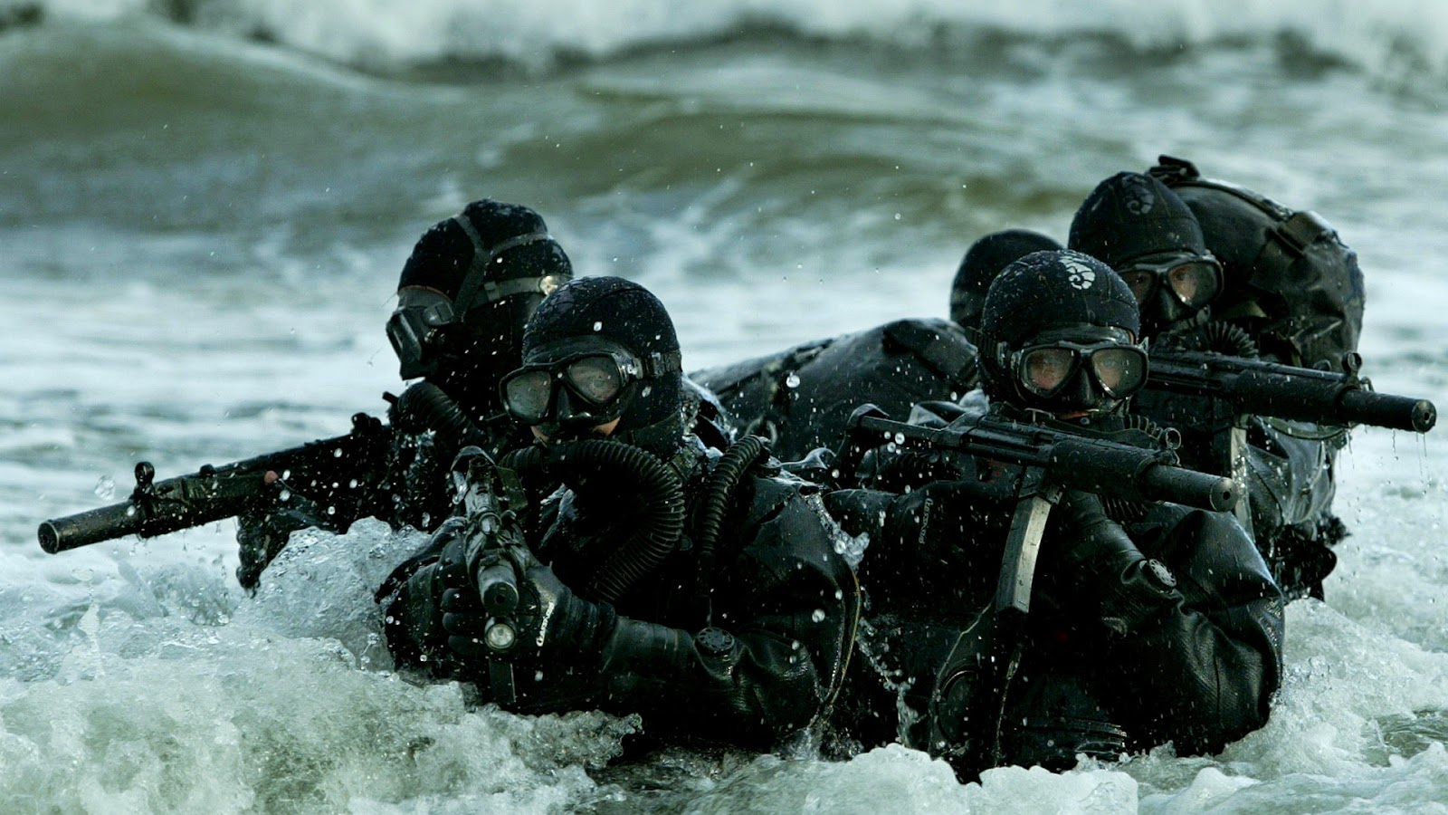 Wallpaper met Special Forces in een rivier