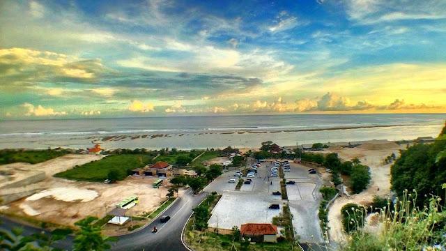 foto pemandangan pantai pandawa
