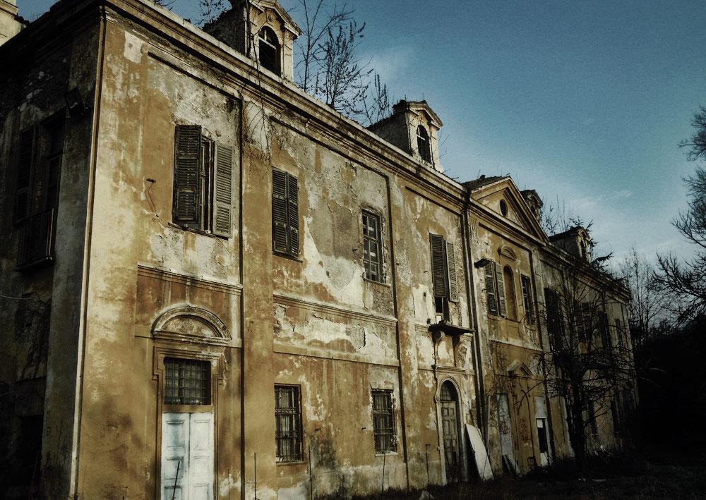 Villa Capriglio: la casa che scompare nel nulla