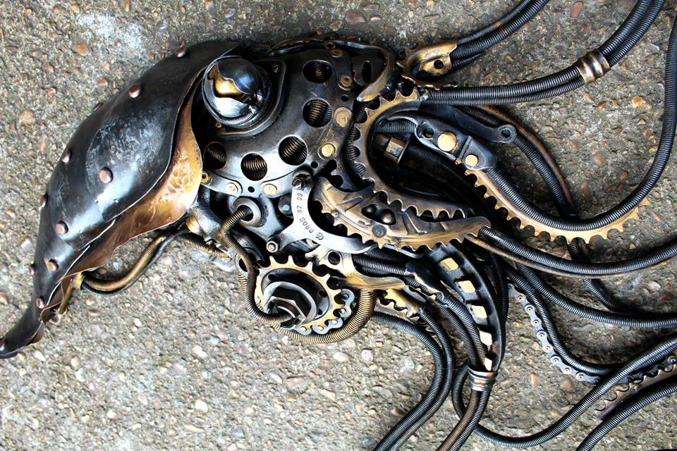 19-Multiplying-Squidipus-Alan-Williams-Animals-Sculptured-with-Recycled-and-Upcycled-Metal-www-designstack-co