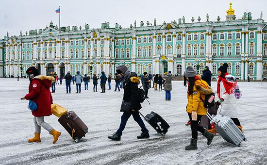 СМИ узнали об идее бесплатных виз для приезжающих в Петербург иностранцев