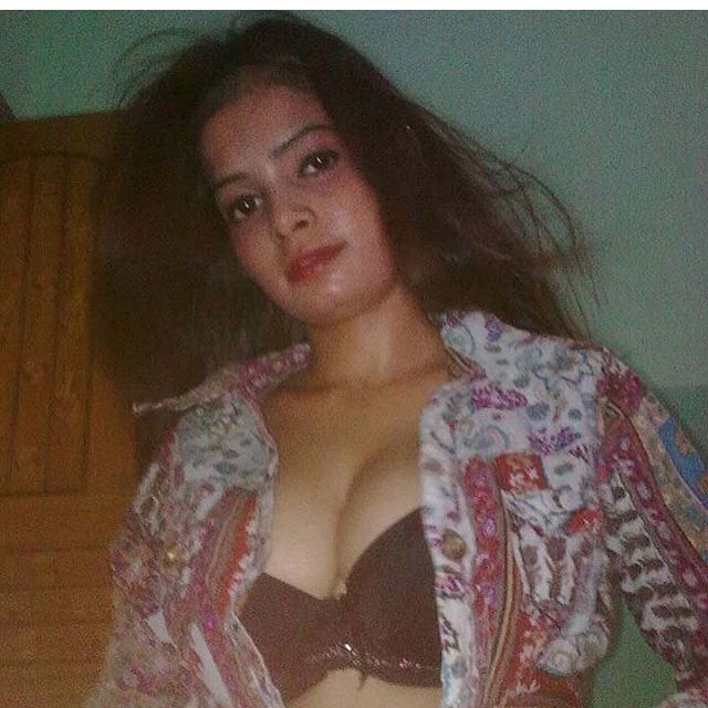 sexy-Indian-new-Bhabhi-Instagram-picture