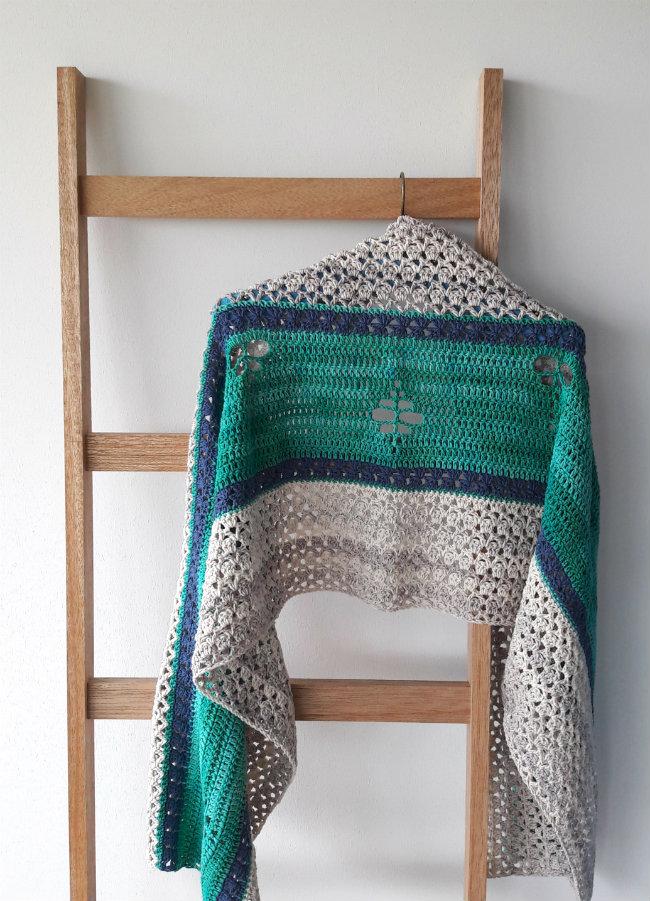 Crochet pattern: The Merhaba Shawl | Happy in Red