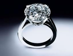 Diamond In This Ring Is Very Luxurious And Has A Perfect Sparkle Stone Weighing 9 Carat Make It The Costliest World