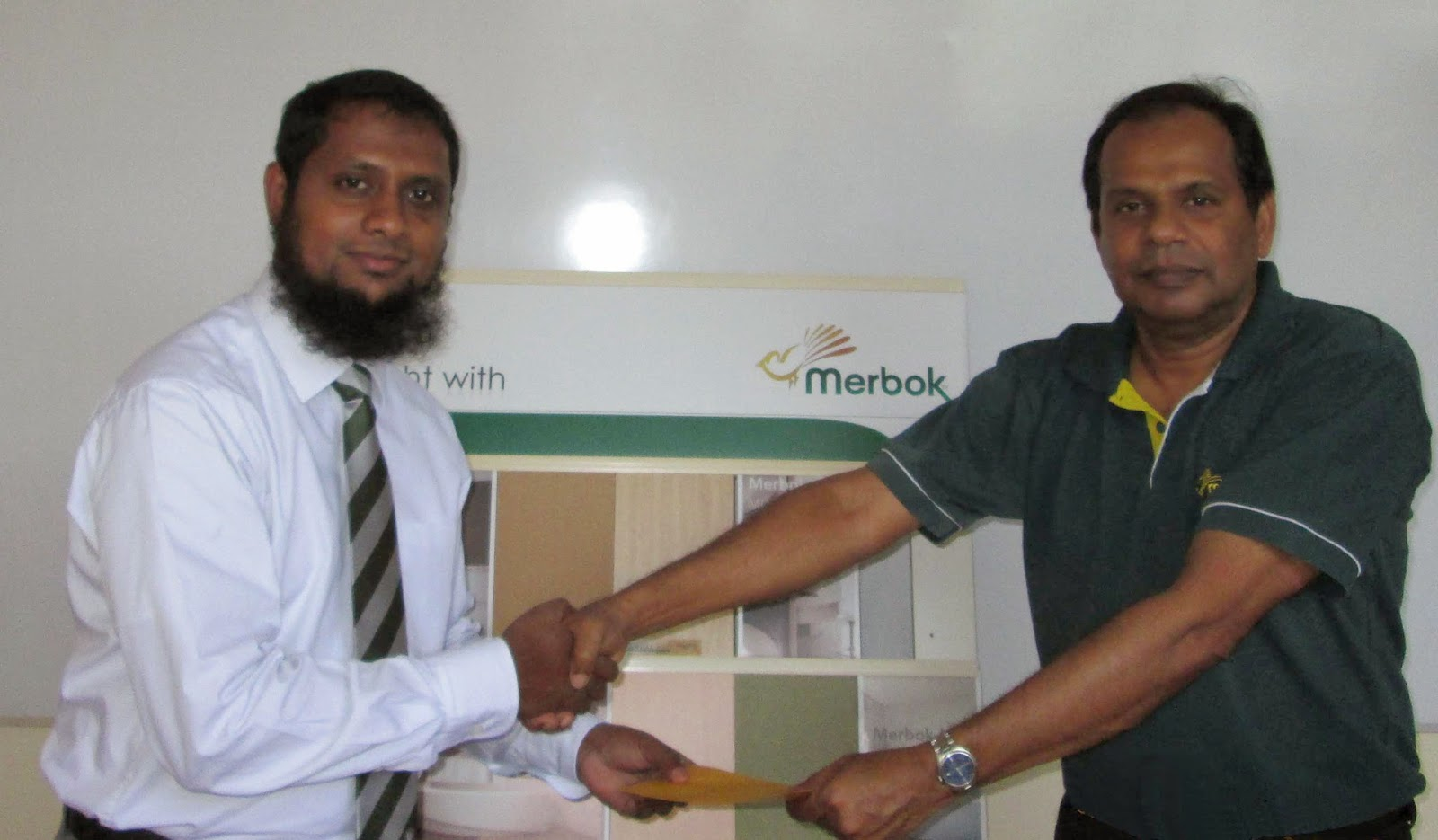 Mr. Tyronne Rodrigo, Financial controller,Merbok MDF Lanka Pvt Ltd. receiving the Payment of Surplus from Shamail Annam- Snr Manager Business Development and Corporate Accounts of Amana Takaful PLC