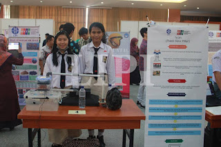4. Graciela Natalia Chandra dan Mirna Theresia Eka dari SMAN 3 Yogyakarta dengan Judul Karya Trash Odor Filter (TrOFi)