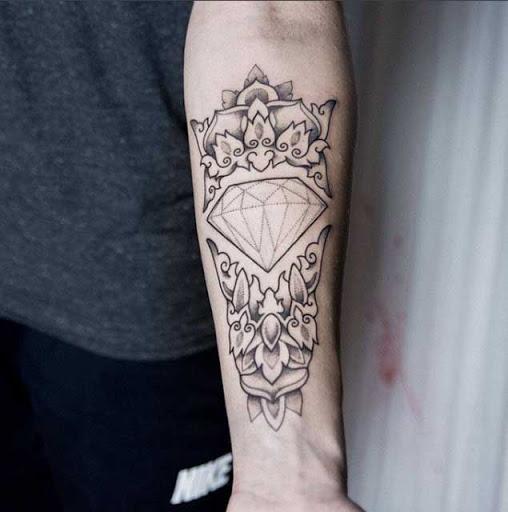 Este dotwork diamante tatuagem