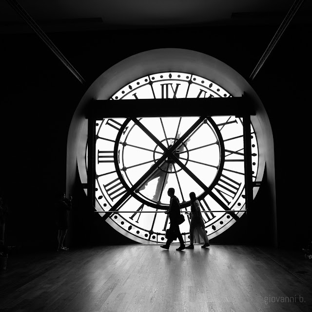 Orologio del Museo d'Orsay in controluce