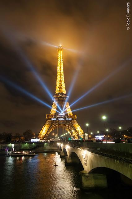 Tour Eiffel di notte-Parigi