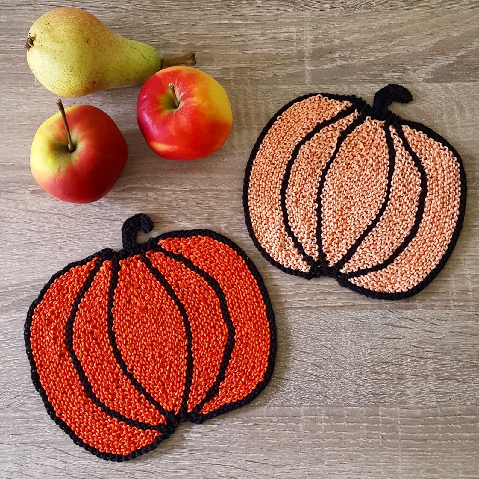 Fall pumpkin knit potholder pattern in DK weight cotton yarn