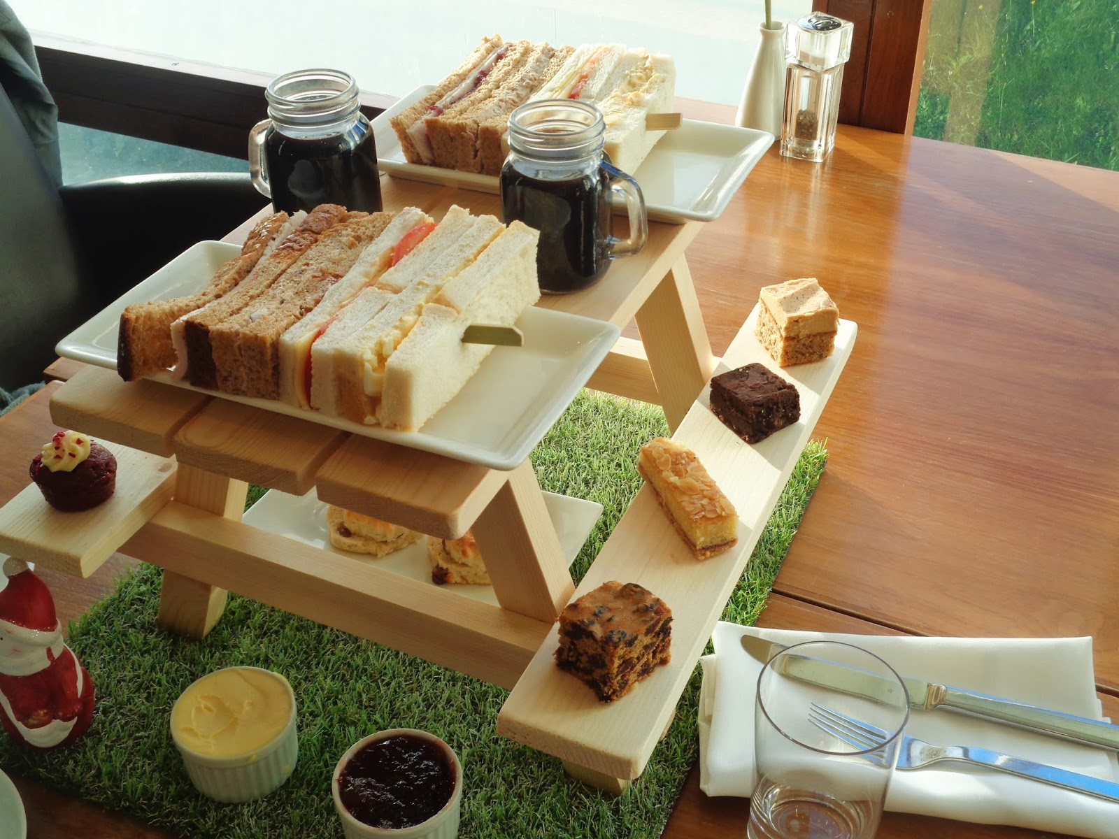 Review: Festive afternoon tea at the Hilton, Reading
