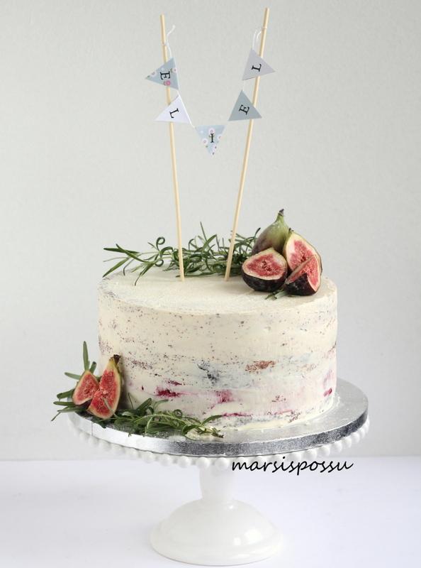 Rosmariinein ja viikunoin koristeltu naked cake