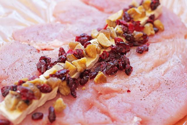 Εκτέλεση της συνταγής για Ρολό Γαλοπούλας Wellington με Κάστανα και Κράνμπερι