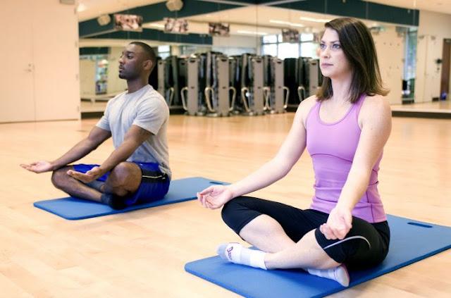 5 Poses faciles de yoga pour soulager l'asthme