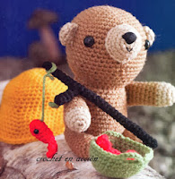 http://crochetenaccion.blogspot.it/2011/12/osito-pescador.html