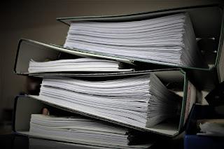https://pixabay.com/es/burocracia-aktenordner-papeleo-2106924/