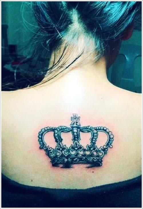 woman back big crown tattoo büyük taç dövmesi kadın sırt
