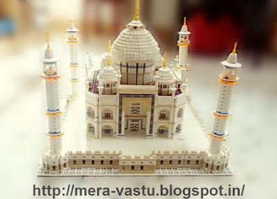 ताजमहल दुनियाभर मे प्यार का प्रतीक है परंतु फिर भी वह एक क़बरगाह है शाहजहाँ की पत्नी मुमताज़ की। इसलिए घर मे ताजमहल की या उससे संबन्धित कोई भी चीज न रक्खे।  इनसे घर मे नकारात्मक प्रभाव पड़ता है।