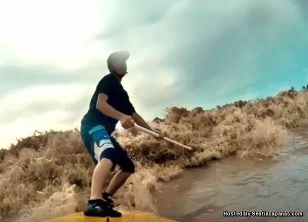 Meluncur Benak Di Sungai Batang Lupar