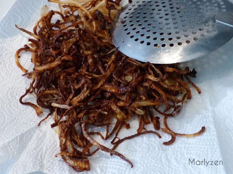 Oignons frits.