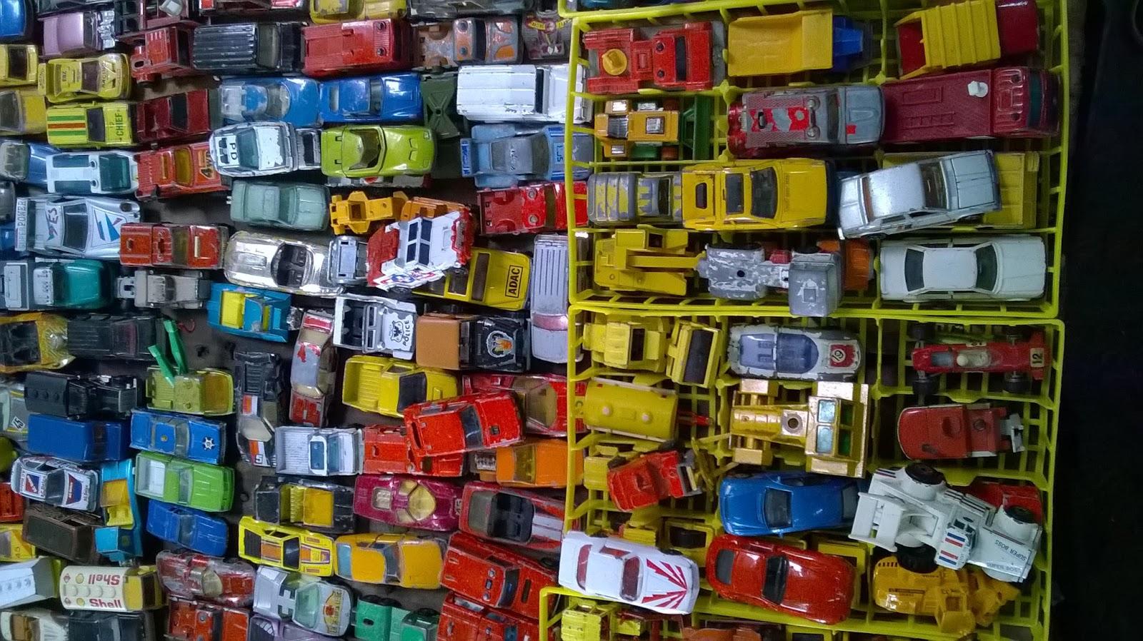Minik Oyuncak Arabalar