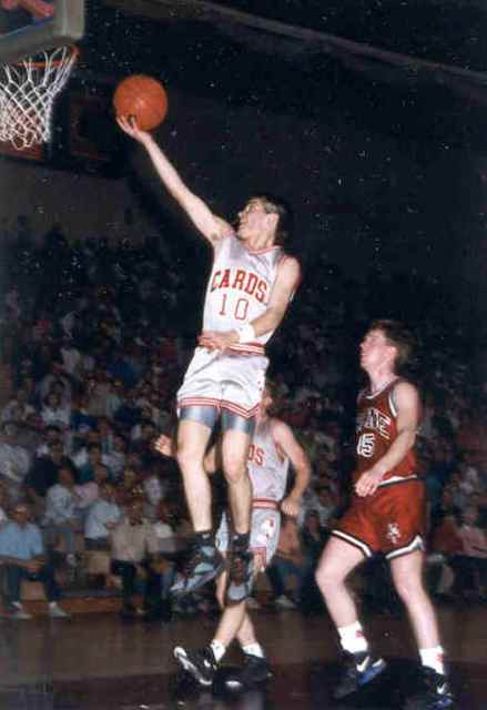 Pengertian Dan Cara Melakukan Lay Up Shoot Dalam Permainan Bola Basket