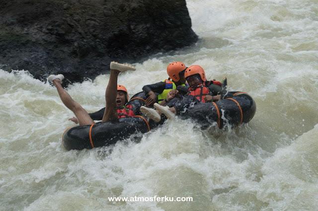 Melewati 3 Jeram Ekstrim dan Loncat dari Ketinggian 6 Meter, Sensasi Bedegolan River Tubing