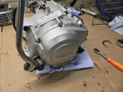 Yamaha YBR 125 Engine clutch side cover / kick start  removal internal oil filter clean