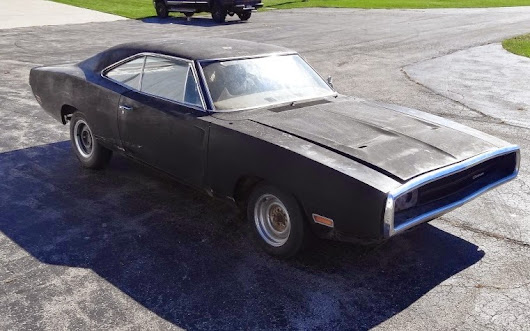 Black Beauty B-body Mopar: 1970 Charger R/T 440 6 Pack Restoration