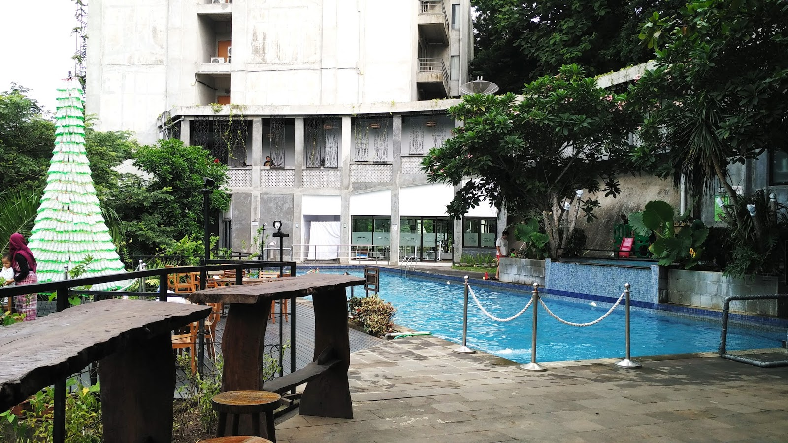 Travelholic Oak Tree Emerald Hotel Semarang Review