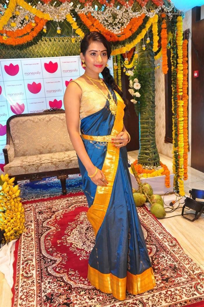 Preethi Latest Hot Traditional Saree Photoshoot Images At -5117
