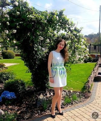 Sukienka na wiosnę z kwiatowymi wzorami z Shein
