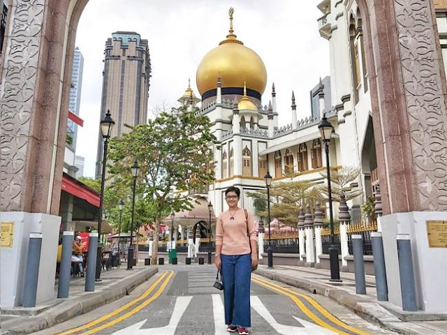 Caption Travel Blogger Keren