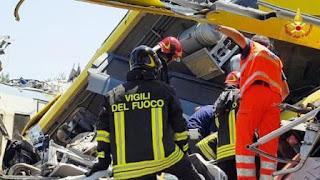 italia.- Al menos 10 personas murieron y decenas resultaron heridas este martes en un choque frontal entre dos trenes formados por cuatro coches cada uno en la región de Puglia, en el sur de Italia, según informaron medios italianos.
