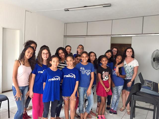 ONG estimula produção artística de meninas em São Sebastião