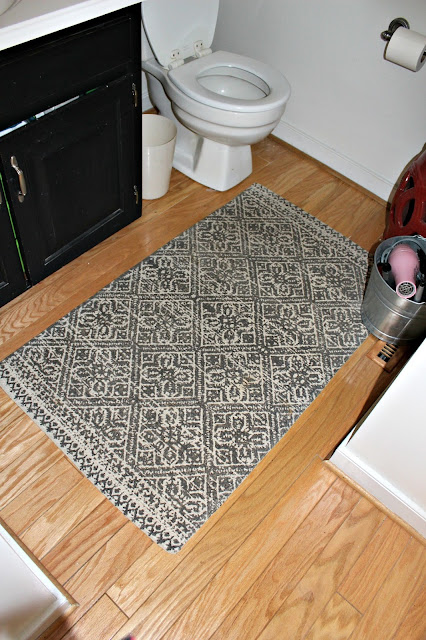 Small Modern Bathroom Inspiration - rug